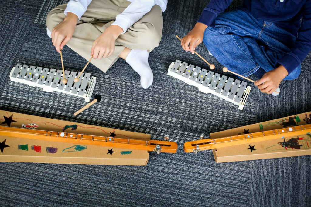 Kindermusik-2017_dulcimer_and_glockenspiel-1-1024x683